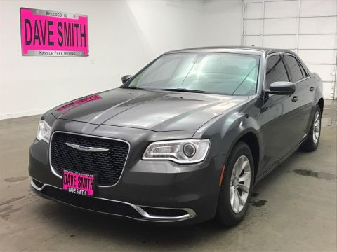 Pre-Owned 2018 Chrysler 300 Touring